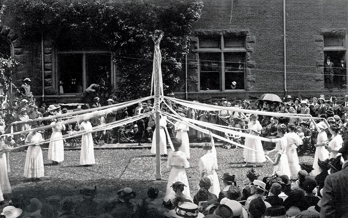 May Pole on May Day in 1914