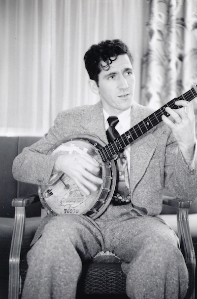 Arnold Taylor '51 with banjo