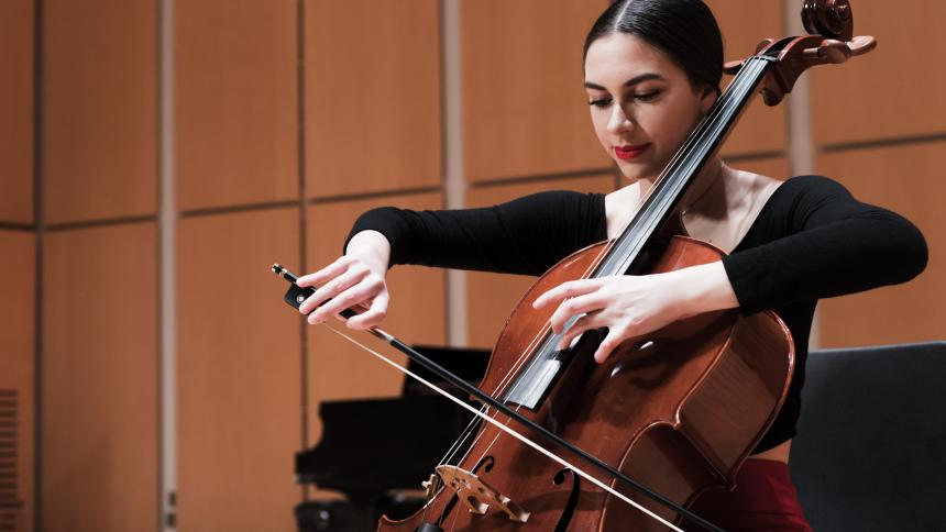 Music student Leiana Petlewski playing the cello