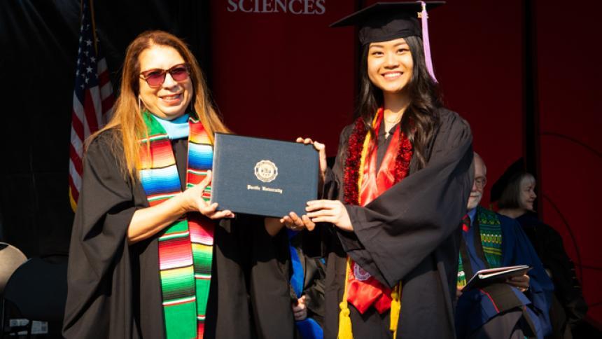 "Jing Ting ""Tina"" Gan receives award at August commencement"