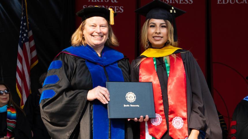 Alejandra Miranda receives award at August commencement