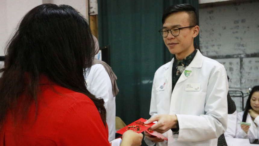 Pharmacy students provide medication info at Tet Festival