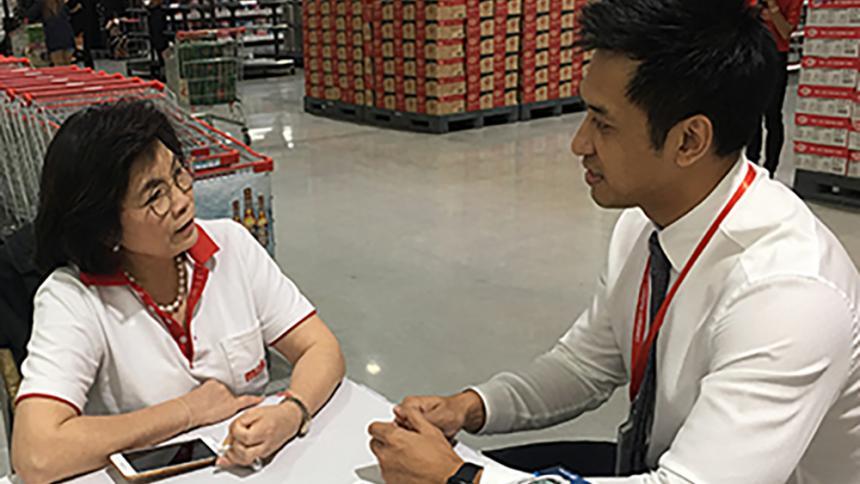 Doctor Vireak Chea speaking with patient.