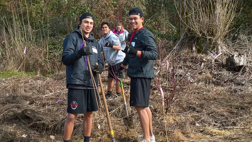 students cleaning up local trail