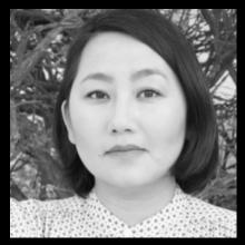 Kao Kalia Yang headshot MFA Faculty